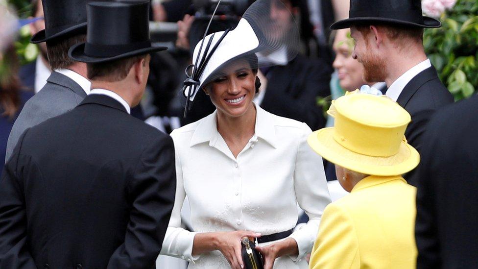 Meghan Markle, Príncipe Harry e Rainha Elizabeth II em Ascot