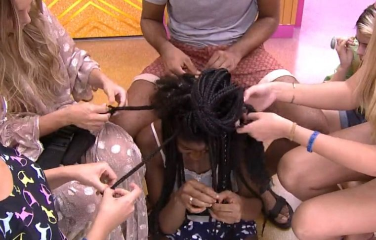 Camilla contou com a ajuda dos amigos