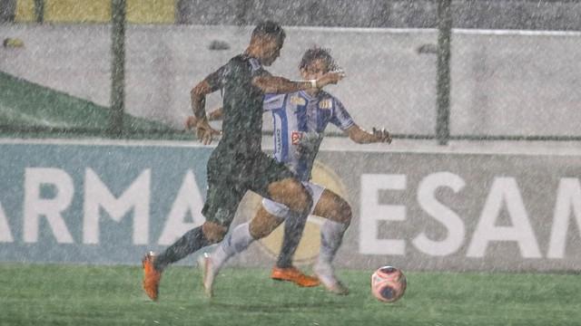 Segundo tempo da partida foi de muita chuva na Arena Verde