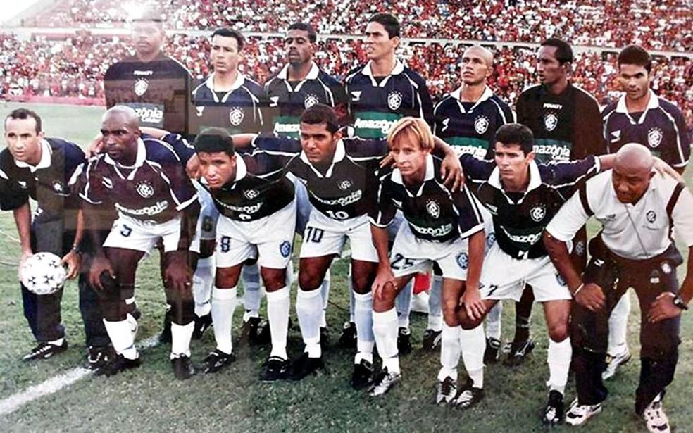 Fernando Silva (último agachado à direita) com a equipe do Remo na Copa João Havelange de 2000 — Foto: Reprodução