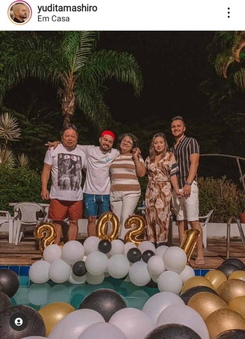 Yudi com o pai, Nelson, e a mãe no réveillon de 2020 — Foto: Reprodução/Instagram