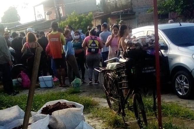Grupo negociou com os policiais e deixou o local sem oferecer resistência