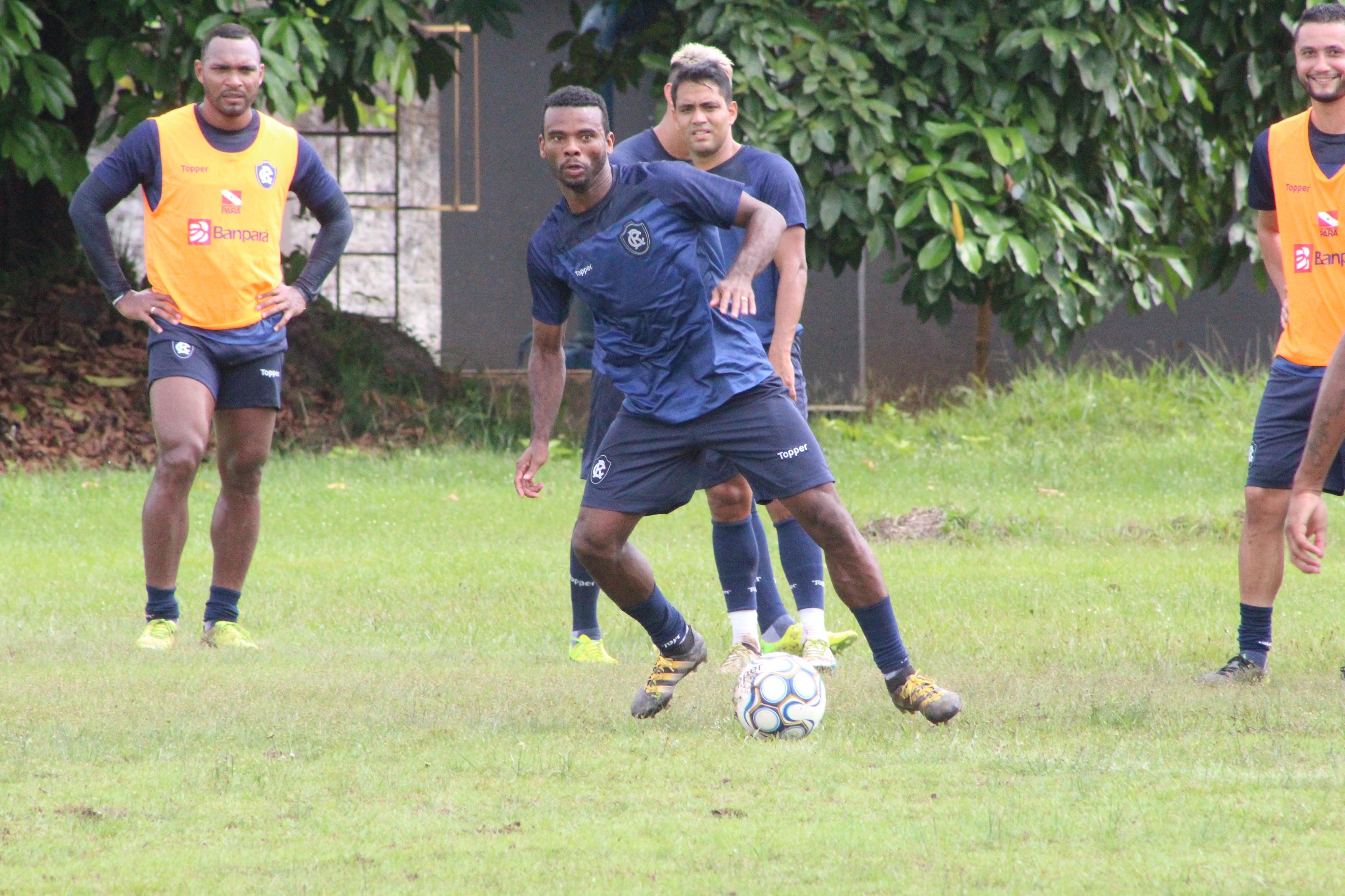 Fernandes jogou no Remo em 2018 e conquistou o título do Parazão com a camisa azulina