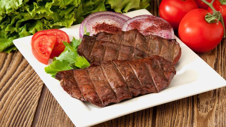 O fígado de boi é uma proteína rica em vários nutrientes - iStock - iStock