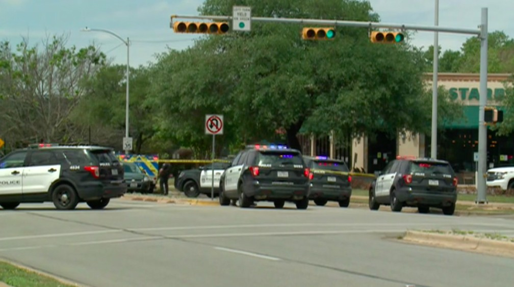 Policiais fecham área de tiroteio em Austin, no Texas (EUA), em 18 de abri de 2021 — Foto: Reprodução/NBC