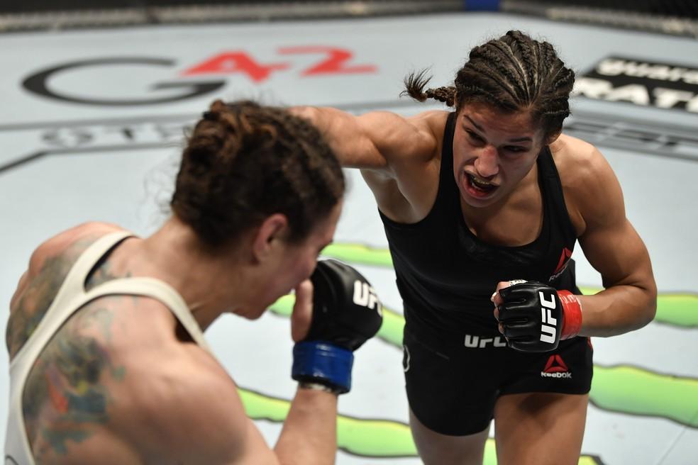Julianna Peña vem de vitória contra Sara McMann — Foto: Jeff Bottari/Zuffa LLC via Getty Images