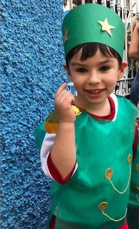 Henry Borel, de 4 anos, fantasiado em um momento feliz na escola