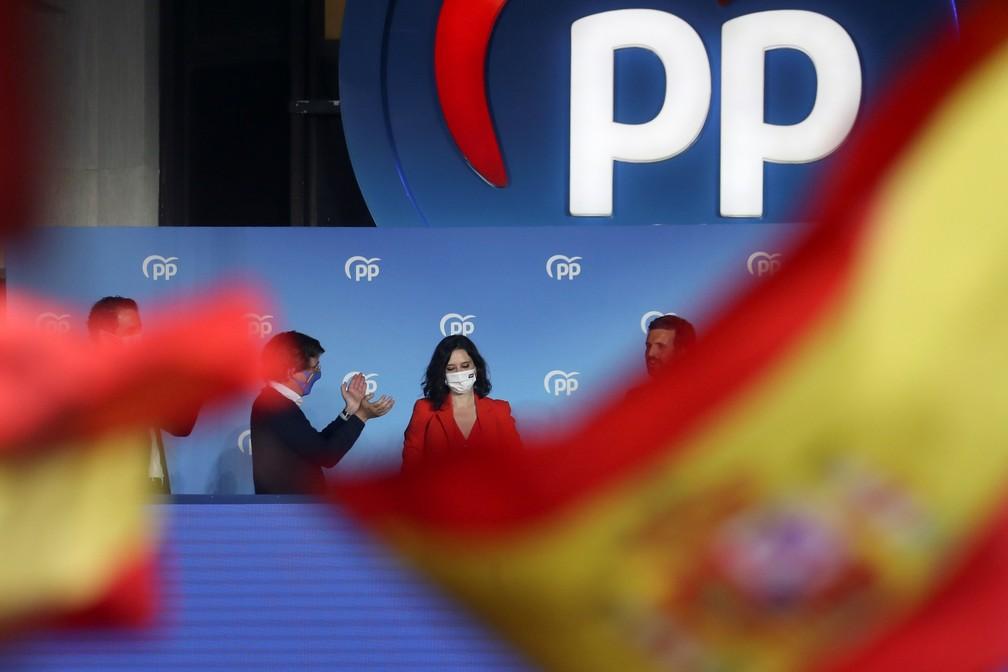Isabel Diaz Ayuso na sede do Partido Popular (direita) em Madri em 4 de maio de 2021 — Foto: Susana Vera/Reuters