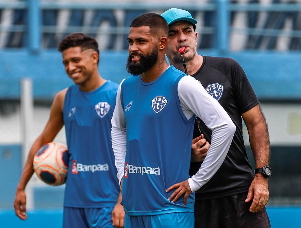 Técnico Itamar Schülle garante que o atacante Ari Moura não teve nenhum ato de indisciplina — Foto: Jorge Luiz/Paysandu