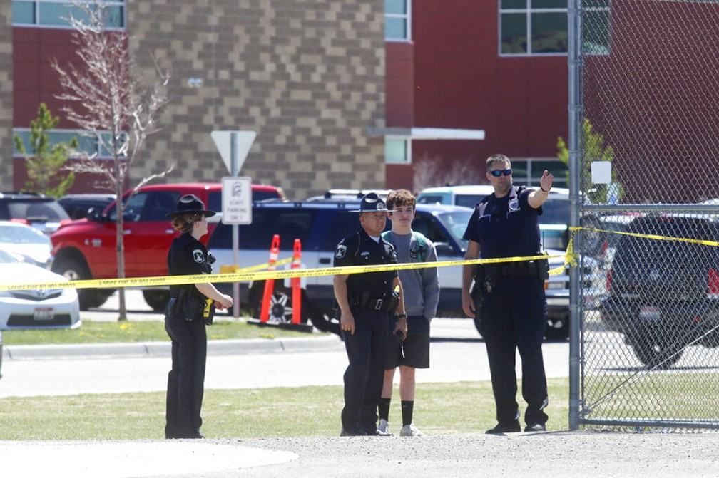 Policiais isolam escola onde menina abriu fogo nesta quinta-feira (6) em Rigby, Idaho (EUA) — Foto: Natalie Behring/AP Photo