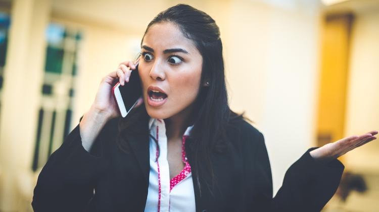 irritação, estresse, nervosismo, discutir ao telefone - iStock - iStock
