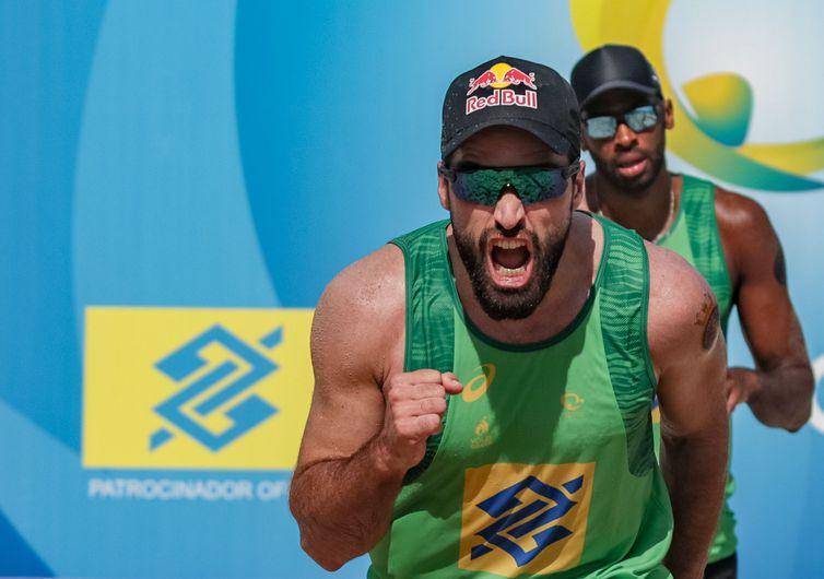Bruno Schmidt e Evandro chegam embalados por ouro no domingo.